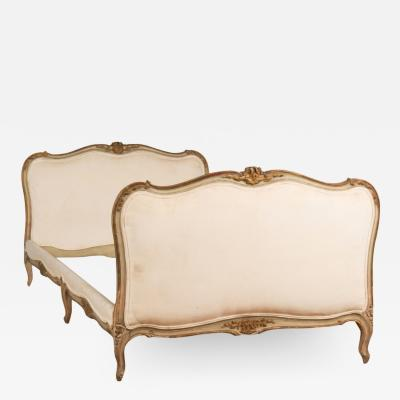 A French Louis XV style painted and carved day bed circa 1940