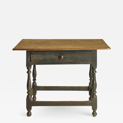 A New England stretcher base table
