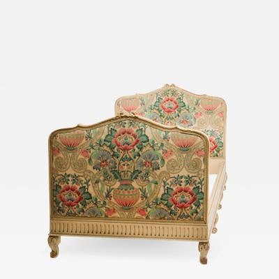 A Painted French Louis XV style day bed circa 1920