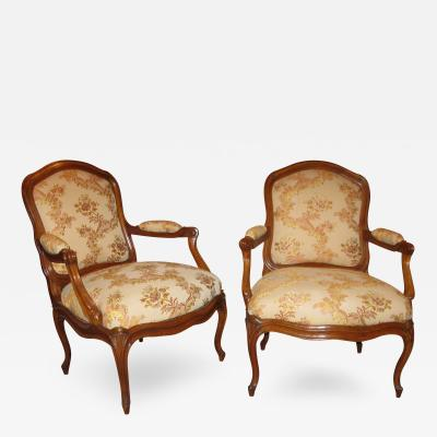 A Pair of Walnut Armchairs poltrone