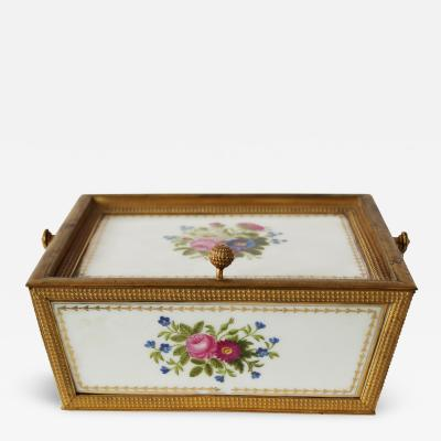 A Palais Royal Paris Porcelain Box
