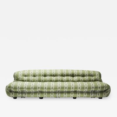 Afra Tobia Scarpa Cassina Soriana Four Seater Sofa by Afra and Tobia Scarpa in Boucl 1970s