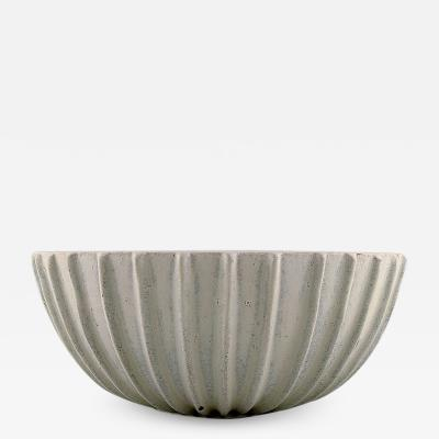 Arne Bang Stoneware bowl with fluted corpus decorated with sand colored eggshell glaze