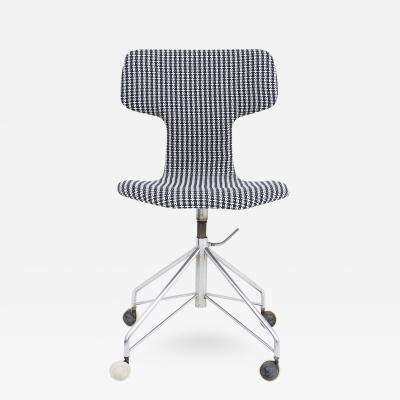 Arne Jacobsen AJ 3103 New Upholstered Chair