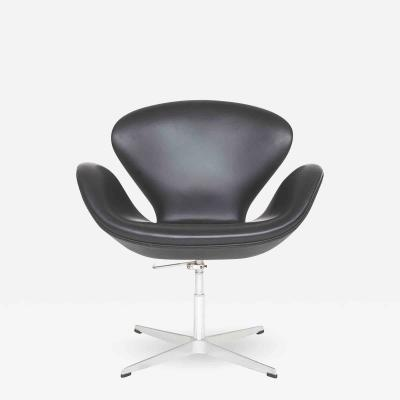 Arne Jacobsen AJ 3320 Swan Chair
