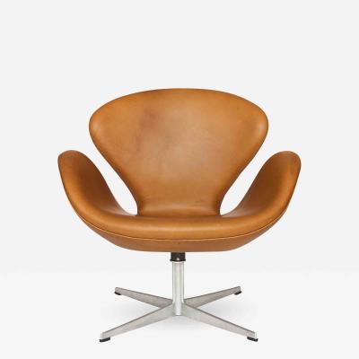 Arne Jacobsen AJ 3320 The Swan Easy Chair