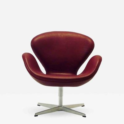 Arne Jacobsen AJ 3320 The Swan Indian Red Leather