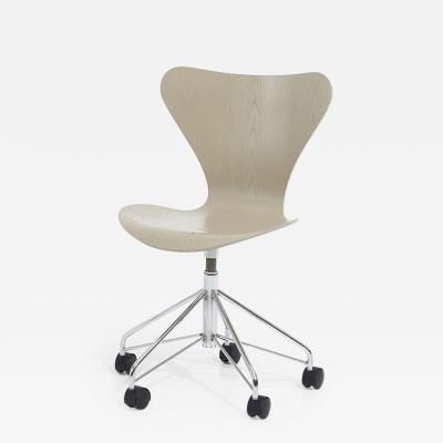 Arne Jacobsen Ant Desk Chair