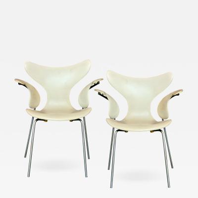 Arne Jacobsen Arne Jacobsen Model 3208 Seagull Chairs