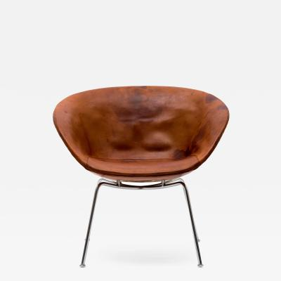 Arne Jacobsen Arne Jacobsen Pot Chair in Distressed Original Fritz Hansen Cognac Leather