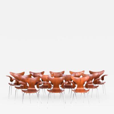 Arne Jacobsen Arne Jacobsen Set of 12 Seagull Chairs in Teak
