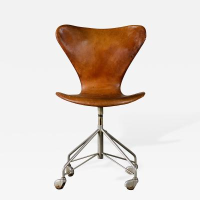 Arne Jacobsen Arne Jacobsen Sevener Swivel Desk Chair