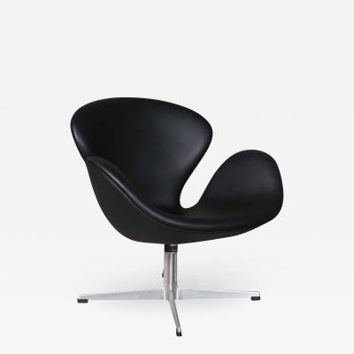 Arne Jacobsen Arne Jacobsen Swan Armchair model 3320