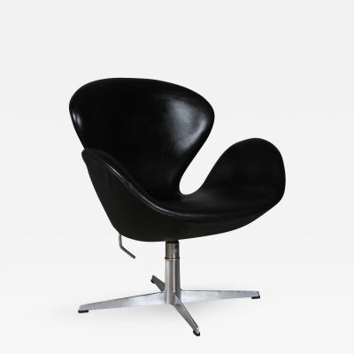 Arne Jacobsen Arne Jacobsen Swan Armchair model 3322