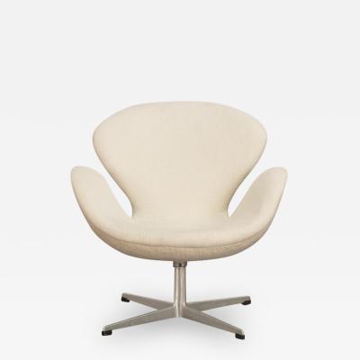 Arne Jacobsen Arne Jacobsen Swan Chair