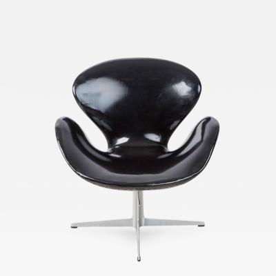 Arne Jacobsen Arne Jacobsen Swan Chair for Fritz Hansen Dated 1966