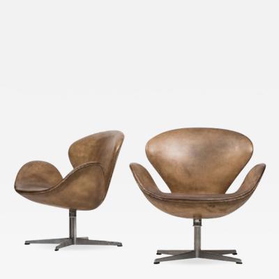 Arne Jacobsen Arne Jacobsen Swan Easy Chairs