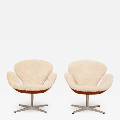 Arne Jacobsen Arne Jacobsen Swan chairs Limited Edition Shearling Suede