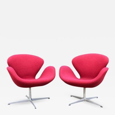 Arne Jacobsen Arne Jacobsen for Fritz Hansen Danish Modern Swan Chairs