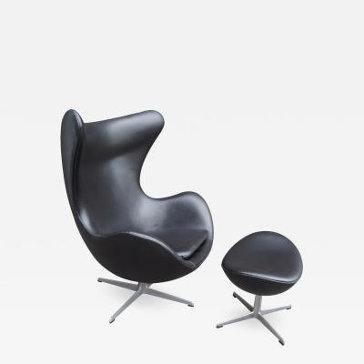Arne Jacobsen Black Leather Egg Chair and Ottoman by Arne Jacobsen for Fritz Hansen