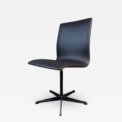 Arne Jacobsen Early Arne Jacobsen Oxford Chair in Black Leather Fritz Hansen c1970