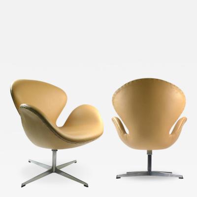 Arne Jacobsen Early Fritz Hansen Production Swan Chairs