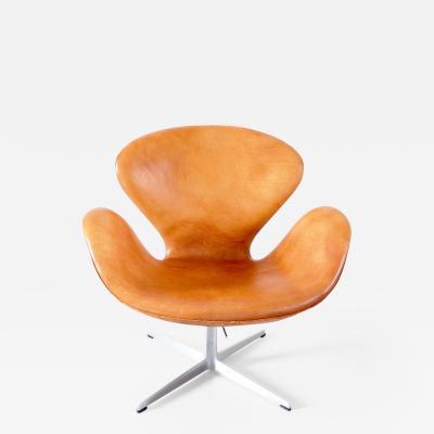 Arne Jacobsen Early Swan Chair by Arne Jacobsen