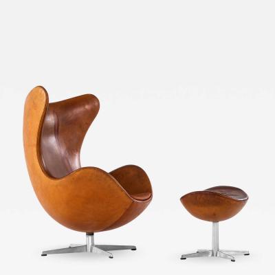 Arne Jacobsen Easy Chair Model 3316 Egg with Stool Model 3127