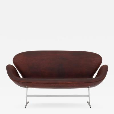 Arne Jacobsen FH 3321 The Swan sofa in patinated leather