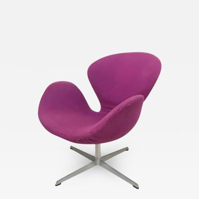 Arne Jacobsen Original Arne Jacobsen Swan Chair No 7105 for Fritz Hansen