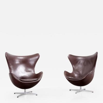 Arne Jacobsen Pair of Dark Brown Egg Chairs by Arne Jacobsen