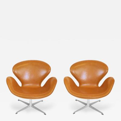 Arne Jacobsen Pair of Original Swan Chairs by Arne Jacobsen in Saddle Tan Leather