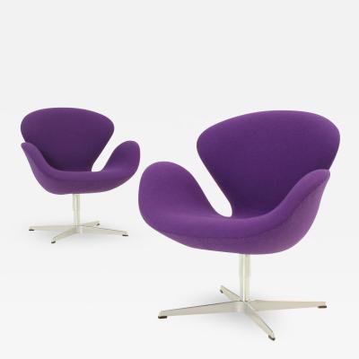 Arne Jacobsen Pair of Swan Chairs by Arne Jacobsen