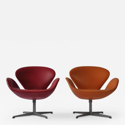 Arne Jacobsen Pair of Swan Chairs by Arne Jacobsen for Fritz Hansen