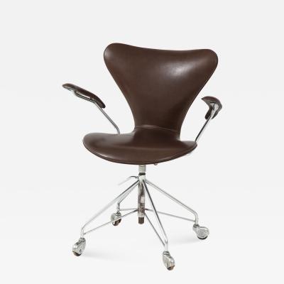 Arne Jacobsen Set of Arne Jacobsen Series 7 Chairs