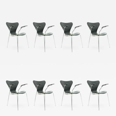 Arne Jacobsen Set of Eight Black Arne Jacobsen Chairs with Armrests 3207 by Fritz Hansen 1955
