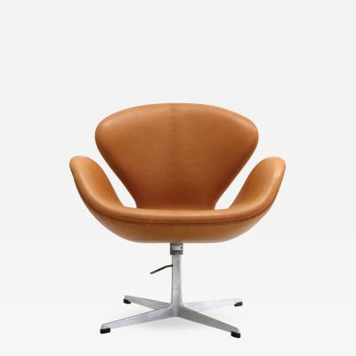 Arne Jacobsen Swan Chair Model 3320 by Arne Jacobsen for Fritz Hansen