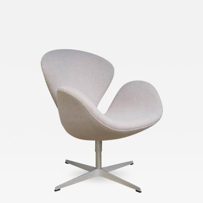 Arne Jacobsen Swan Chair by Arne Jacobsen for Fritz Hansen