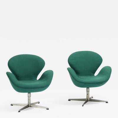 Arne Jacobsen Swan Chairs pair