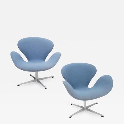 Arne Jacobsen Vintage Pair of Arne Jacobsen Swan Chairs for Fritz Hansen