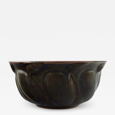 Axel Salto Stoneware bowl modeled in organic form decorated with glaze