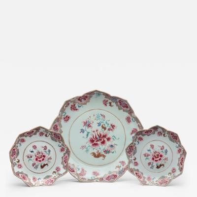 CHINESE EXPORT LARGE LOTUS SHAPED PLATE AND TWO MATCHING SAUCERS