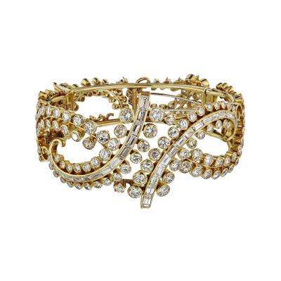 CIRCA 1980S 18K YELLOW GOLD 25 CARAT DIAMOND BRACELET