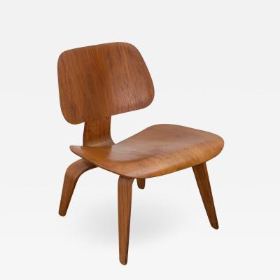 Charles Eames Eames for Herman Miller Walnut LCW