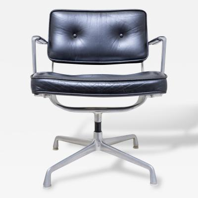 Charles Eames Very Rare Herman Miller Eames Model ES 102 Intermediate Swivel Arm Chair