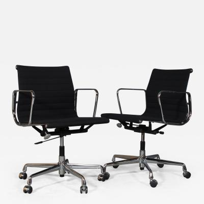 Charles Ray Eames Charles Ray Eames Office chair EA 117 in black hopsak