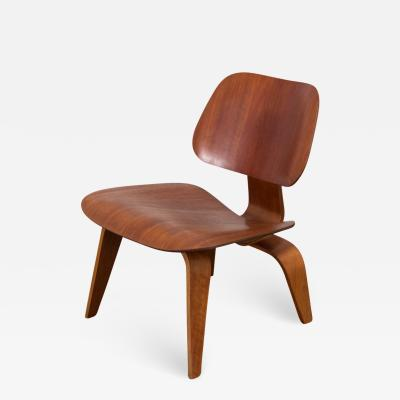 Charles Ray Eames Eames LCW in Dark Walnut