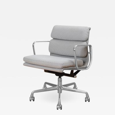 Charles Ray Eames Eames Soft Pad Low Back Management Chair in Fabric for Herman Miller