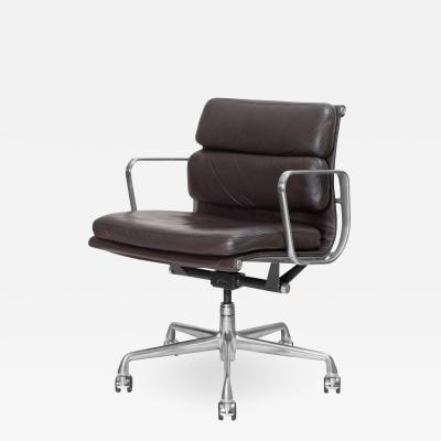 Charles Ray Eames Eames Soft Pad Low Back Management Chair in Leather for Herman Miller