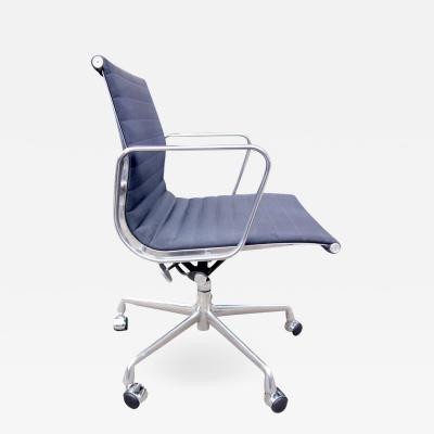 Charles Ray Eames Midcentury Aluminium Group Management Chairs by Eames for Herman Miller